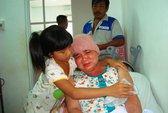Bán vé số nuôi mẹ bị ung thư