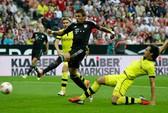 """Dortmund """"chấp"""" Bayern nguyên hàng thủ"""