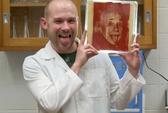 Độc đáo tranh vẽ từ... vi khuẩn