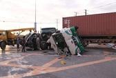 TPHCM: Xe container tông xe khách, 12 người bị thương