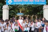 Hoa hậu Thu Thảo mang niềm vui đến dân vùng lũ