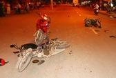 TPHCM: Xe đấu đầu trong đêm, hai người nguy kịch