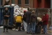 Dân New York lục tung thùng rác sau bão Sandy