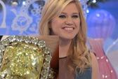 Ca sĩ Kelly Clarkson hạnh phúc khoe nhẫn đính hôn