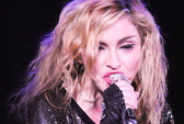 """Madonna đòi hủy sô vì """"fan"""" hút thuốc lá"""