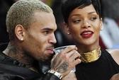 """Rihanna """"gương vỡ lại lành"""" với Chris Brown sau bạo lực"""