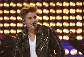 Justin Bieber bị cựu vệ sĩ kiện đòi hơn 8,8 tỉ đồng