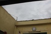 TPHCM: Lốc xoáy làm tốc mái 10 căn nhà