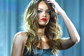 Rihanna để học sinh chờ đợi suốt 4 giờ