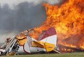 Máy bay trình diễn nổ tung, 2 người chết