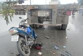 Xe máy tông đuôi container, 1 người nguy kịch