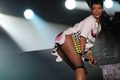 Hết Britney Spears, đến lượt Rihanna bị tố hát nhép