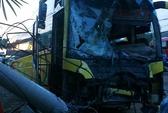 Xe khách đối đầu xe tải, 3 người nguy kịch