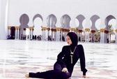 """Rihanna bị """"đuổi"""" khỏi Thánh đường Hồi giáo"""