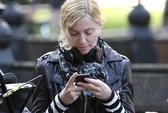 """Liên tục nhắn tin khi xem phim, Madonna bị """"cấm cửa"""""""