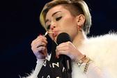 """Miley Cyrus trượt dài trong vòng xoáy """"sốc, hở"""""""