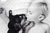 Ngắm em bé và cún cưng siêu đáng yêu!