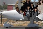 Angelina Jolie bị cấm lái máy bay cá nhân
