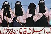 Nữ sinh Hồi giáo đột kích nhà thổ