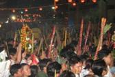 Bát nháo dịch vụ lễ hội quanh lễ chùa Bà
