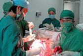 Phẫu thuật lấy khối u 300g trong não