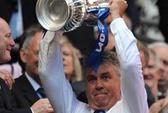 Vừa giành FA Cup, Guus Hiddink đã bị phạt tiền