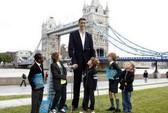 Người đàn ông cao nhất thế giới trình làng