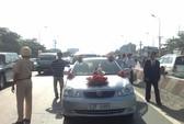 Xe rước dâu bị tông dưới chân cầu Sài Gòn