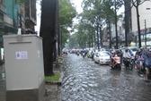Mưa lớn, Sài Gòn nước ngập kẹt xe trầm trọng