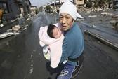 Bé 4 tháng tuổi sống sót kỳ diệu trong thảm họa