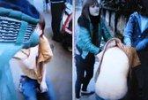 Nữ sinh bị cắt tóc, lột áo giữa đường