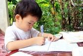Bé 30 tháng tuổi biết đọc, biết viết