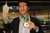 Nhà vô địch thế giới Lê Quang Liêm rạng rỡ ngày về