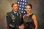 Giám đốc CIA từ chức vì tình tay ba