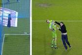 CĐV xông vào sân đánh thủ môn bị bỏ tù