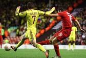 Thắng Anzhi 1-0, Liverpool dẫn đầu bảng tử thần