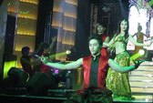 Đinh Y Nhung bốc lửa trong điệu múa Ấn Độ