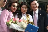 Con gái ông Thaksin bị đe dọa trên máy bay
