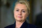 """Bà Hillary Clinton """"dừng chân"""" vì bệnh"""