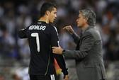 """Ronaldo suýt """"tẩn"""" HLV Mourinho"""
