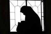 Bị hiếp tập thể, thiếu nữ tự thiêu
