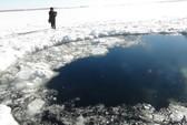 Nga: Hố băng rộng hoác vì mưa thiên thạch