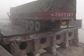 Trung Quốc: Nổ xe pháo bông làm sập cầu cao tốc, 5 người chết
