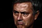 """HLV Mourinho lại """"chọc ngoáy"""" FIFA"""