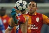 CĐV Galatasaray bị bắt quả tang đào hầm vào sân