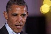 Bí ẩn vết son môi lạ trên cổ áo ông Obama
