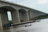 Cãi nhau với vợ trên cầu, chồng nhảy sông Hồng tự tử