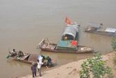 Lấy cây chuối làm phao bơi trên sông Hồng, 2 học sinh bị cuốn trôi
