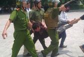 """""""Ngáo đá"""", xông vào ĐH Quốc gia Hà Nội làm loạn"""