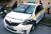 Taxi đấu đầu xe máy, 2 vợ chồng thương vong